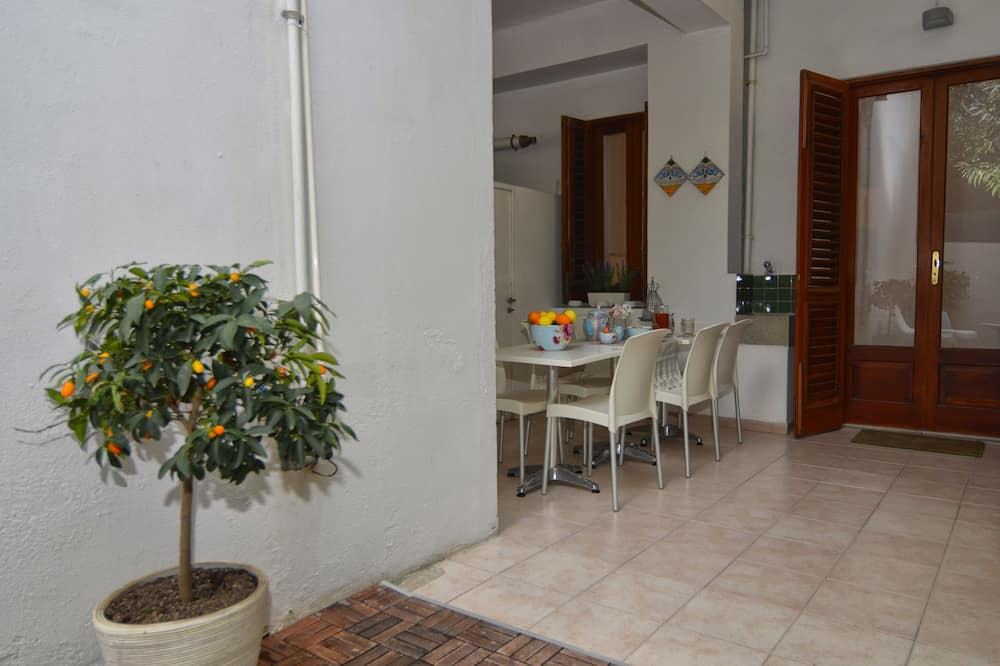 Apartment, 2 Bedrooms - Courtyard View
