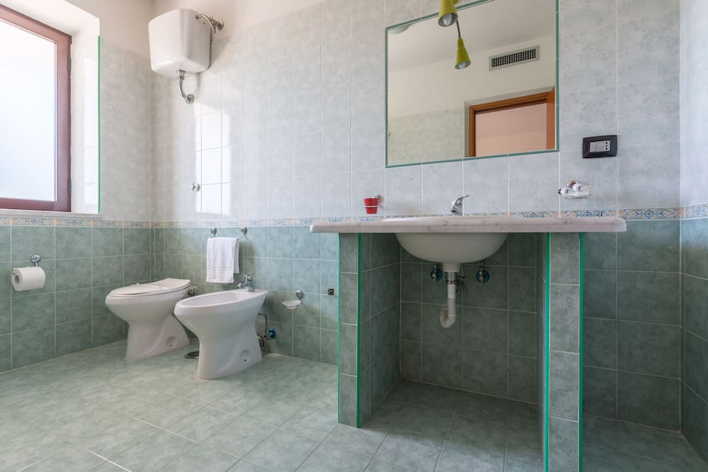 Twin Room (2 letti singoli) - Bathroom
