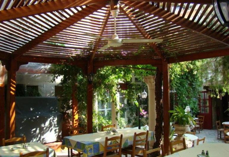 Kiniras Traditional Hotel & Restaurant, Paphos, Outdoor Dining