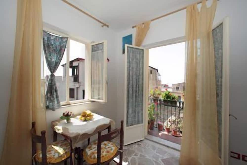 Double Room with Private Bathroom and large window with view - Lõõgastumisala