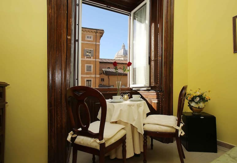 Maior, Rome, Double Room, Ensuite, Guest Room