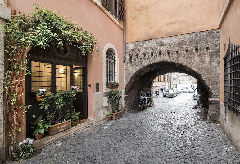 Arco del Lauro Bed & Breakfast, Rome, Porch