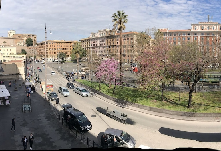 羅馬翼派特賓館, 羅馬, 酒店正面