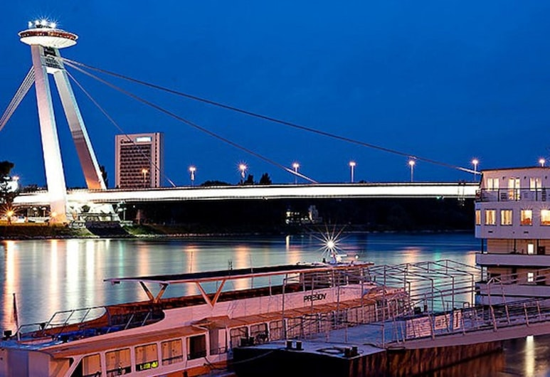 Botel Gracia, Bratislava, Hotel Front – Evening/Night