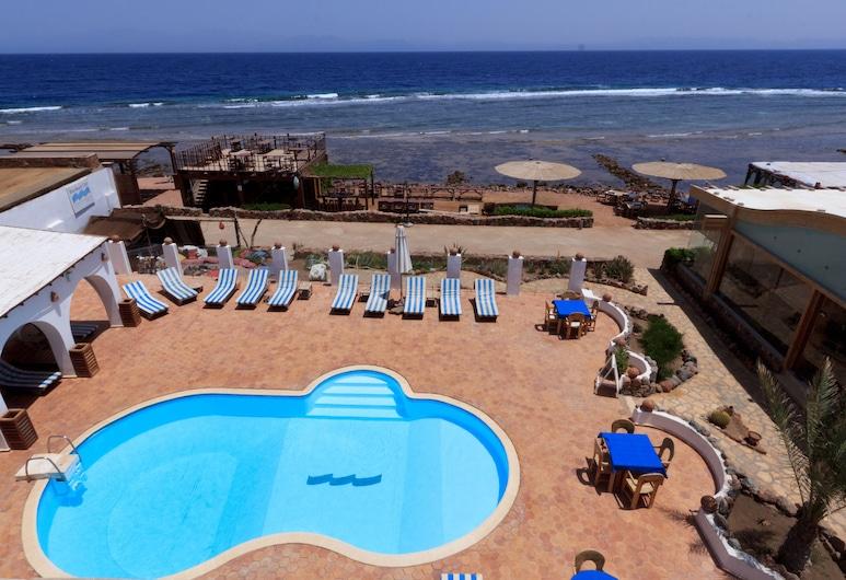 藍色海灘俱樂部, 聖凱瑟琳, 室外泳池