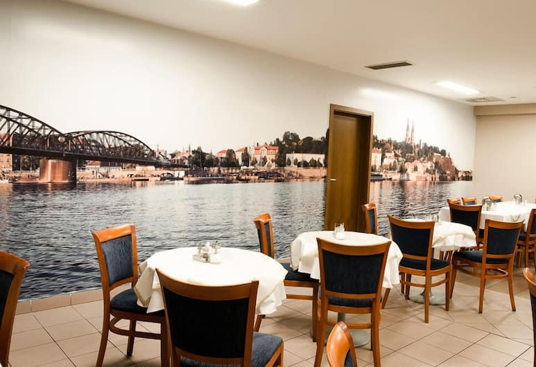 Hotel Inos, Praha, Reštaurácia