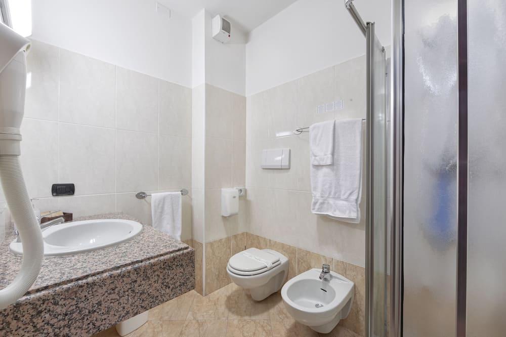 Economy Double Room Single Use - Bathroom