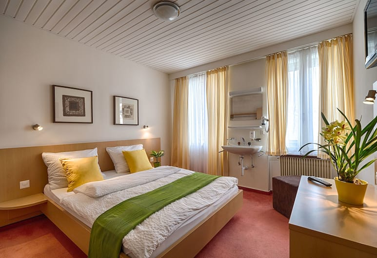 Hotel Blume, Interlaken, Standard Double Room, Guest Room
