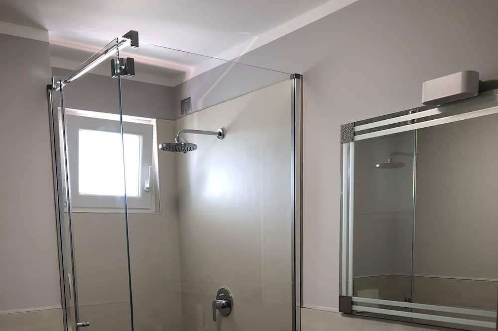 Family Room, Balcony, Lake View - Bathroom