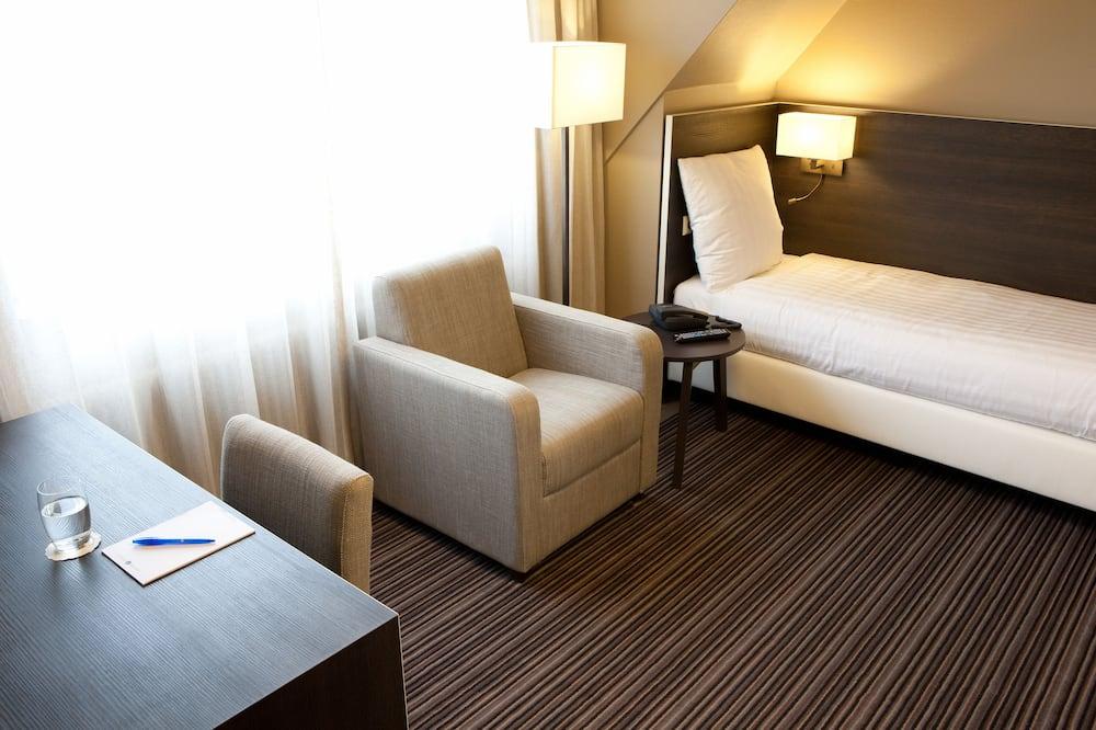 Comfort Single Room (shower) - Living Area