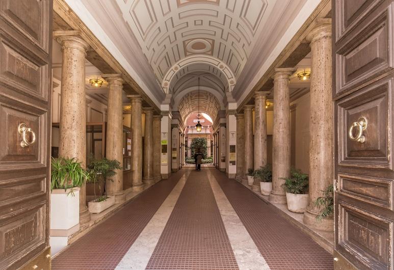 Everest Inn Rome, Rome, Hotel Entrance