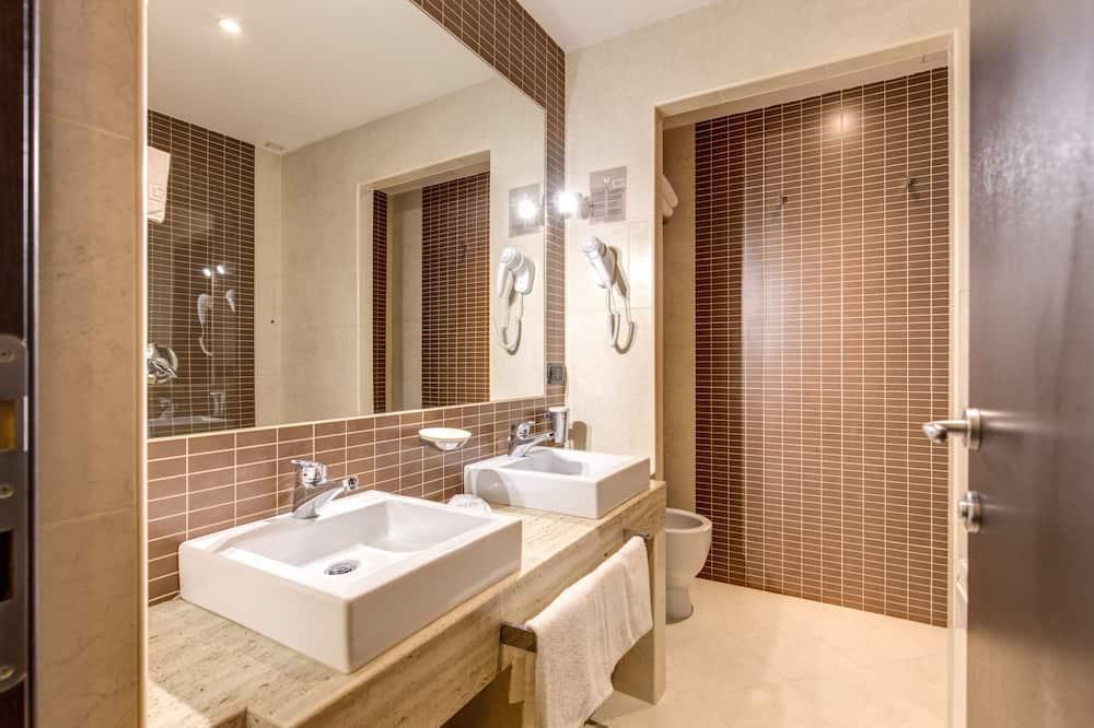 標準四人房 - 浴室