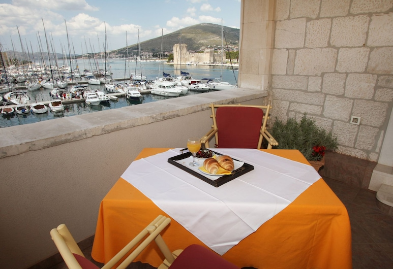 Villa Moretti, Trogir, Chambre Double Confort, 1 très grand lit, vue ville, vue mer, Terrasse/Patio