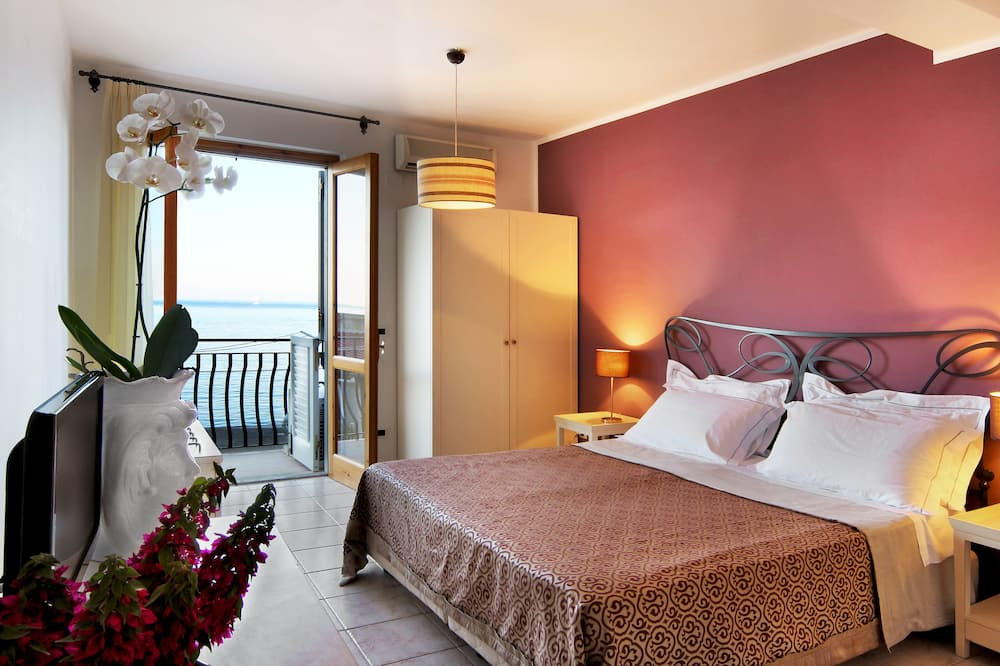 Double Room, Partial Sea View - Balcony View