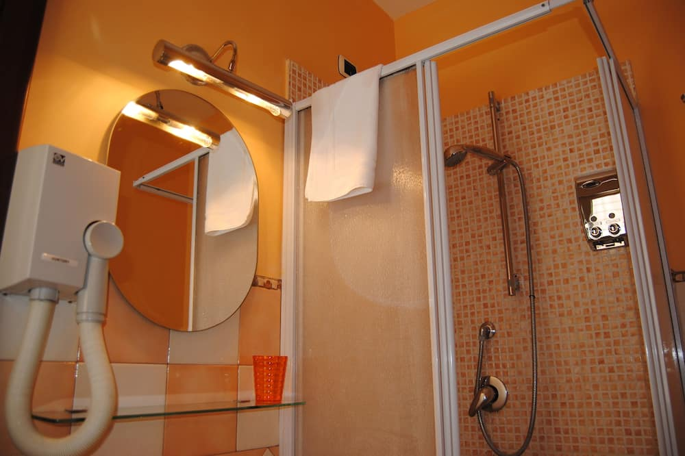 Triple Room, Balcony - Bathroom