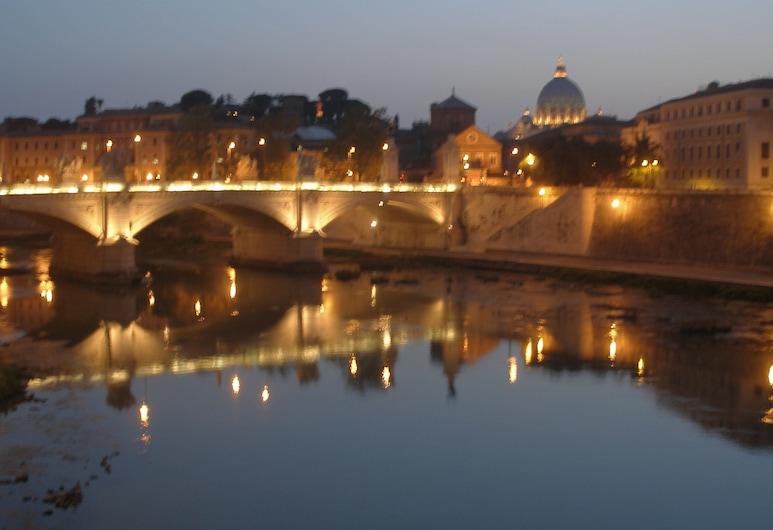 Il Colonnato, Rome, Buitenkant