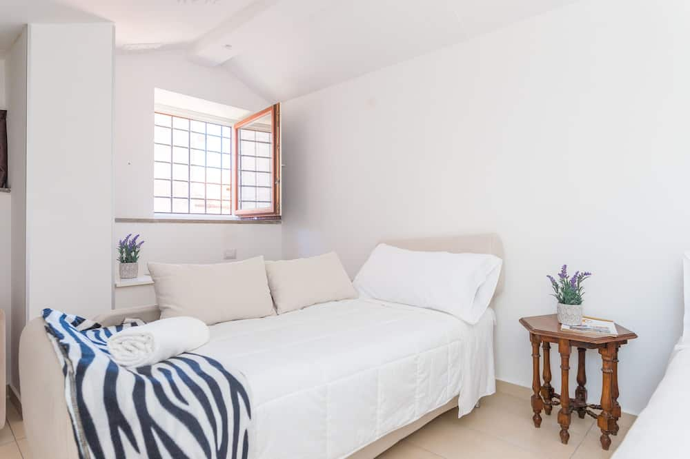 Suite (Attic) - Living Room