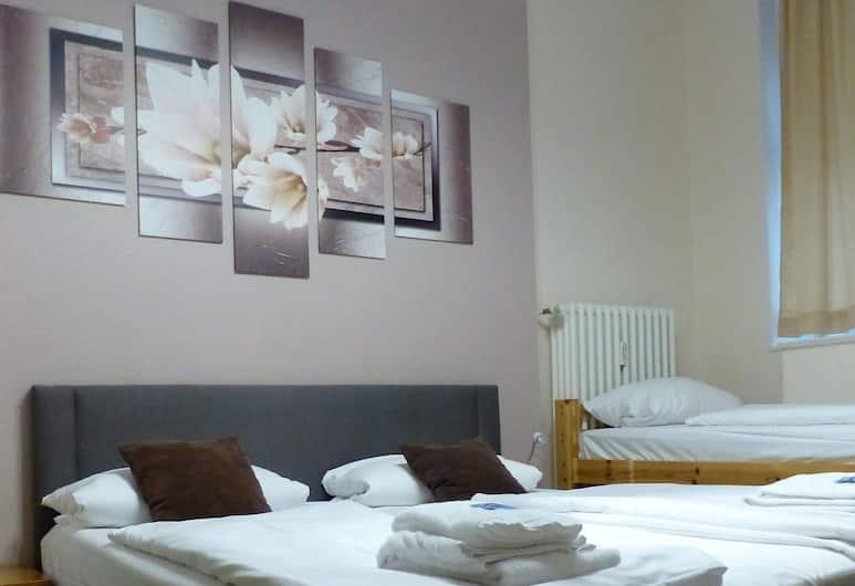 Hotel Pension Elegia am Kurfürstendamm, Berlin, Dreibettzimmer, eigenes Bad, Zimmer