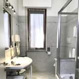 ห้องทวิน, ระเบียง - ห้องน้ำ