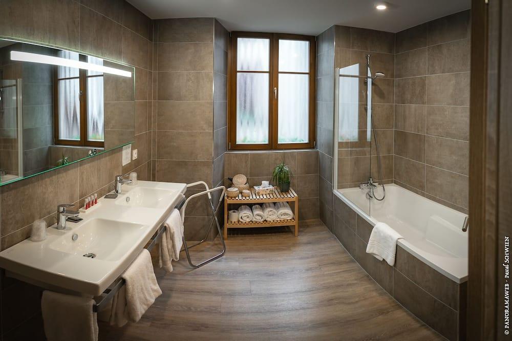 Family Suite, Non Smoking, Bathtub - Bathroom