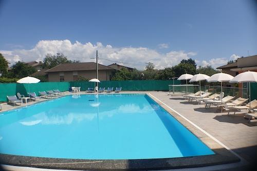 特拉西梅诺湖酒店/