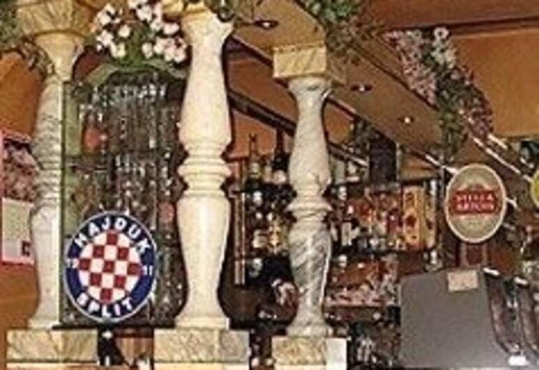 Villa Angela, Split, Otel Barı