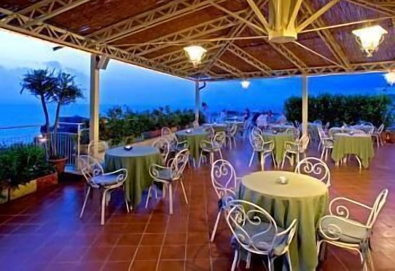 Hotel Tirrenia, Sorrento, Outdoor Dining