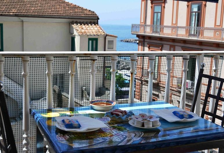 ホテル チェントラーレ アマルフィ, アマルフィ, ダブルルーム ダブルベッド 1 台またはシングルベッド 2 台 パーシャルシービュー, バルコニー