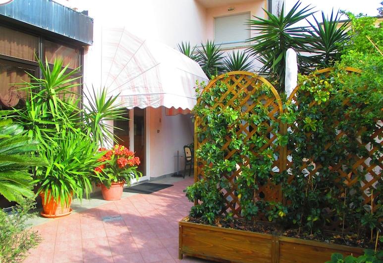 Hotel Prestige, Camaiore, Vchod do hotela