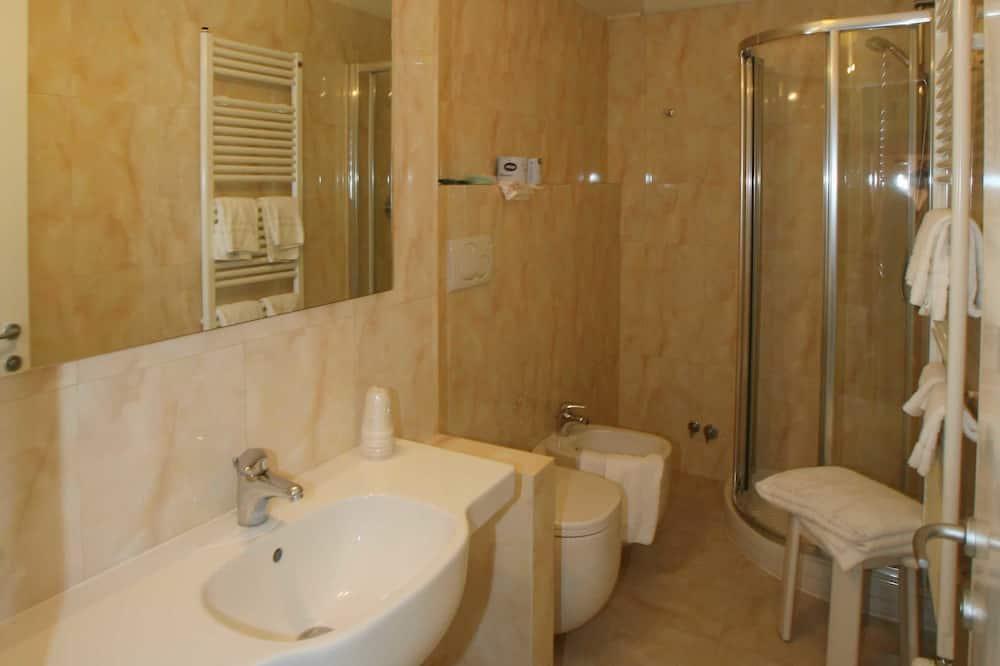 Standard-Doppelzimmer, Ausblick - Badezimmer