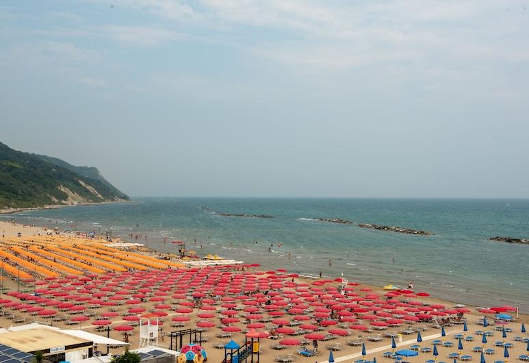 弗拉米尼亞海濱飯店, 佩沙洛, 海灘