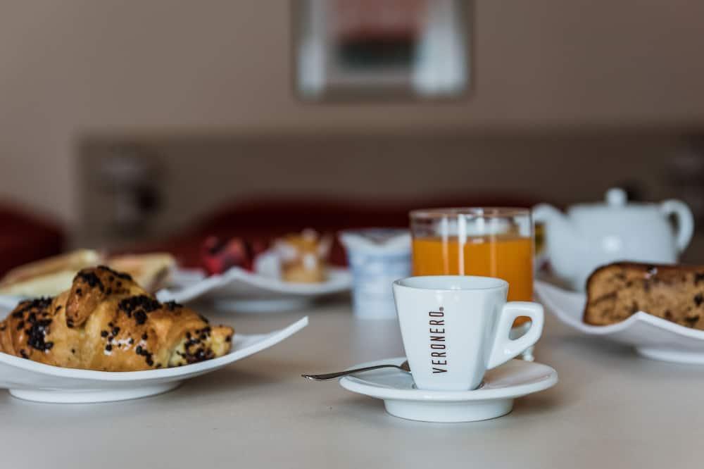 Семейный номер (2 Adults + 3 Children) - Обед в номере