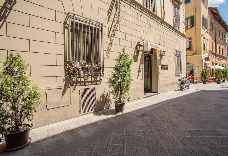 Hotel Nuova Italia, Florence, Mặt tiền khách sạn