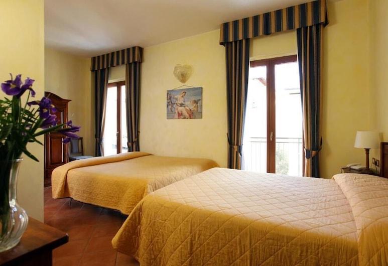 Hotel Bologna, Florence, Quadruple Room, Guest Room