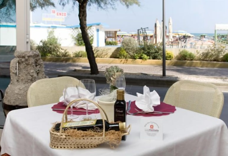 米拉馬雷度假飯店, 格比切海, 室外用餐