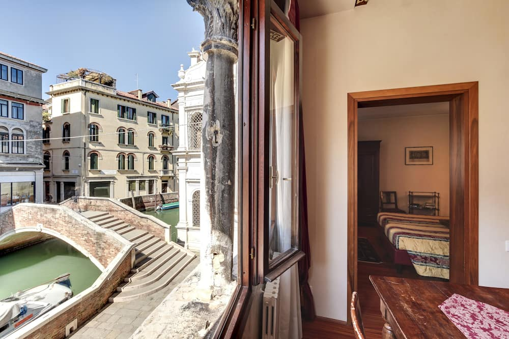 Apartment, 2 Bedrooms, Canal View - Living Area