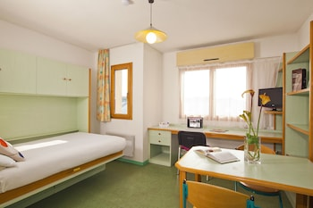 Enter your dates to get the Nantes hotel deal
