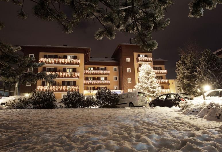 Cristallo - Hotel Residence Bormio, Bormio, Fachada del hotel de noche