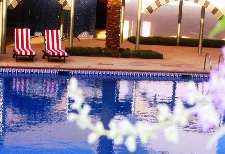 Holiday Inn Riyadh Izdihar, Riyadh, Poolside Bar