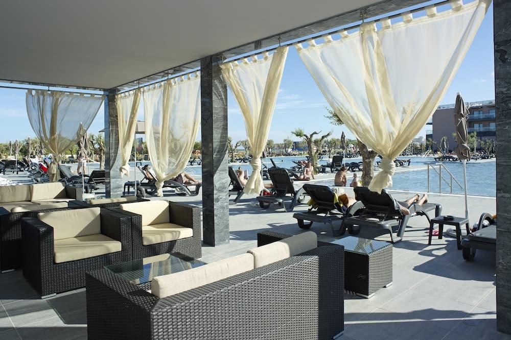 Havuz Kenarı Barı