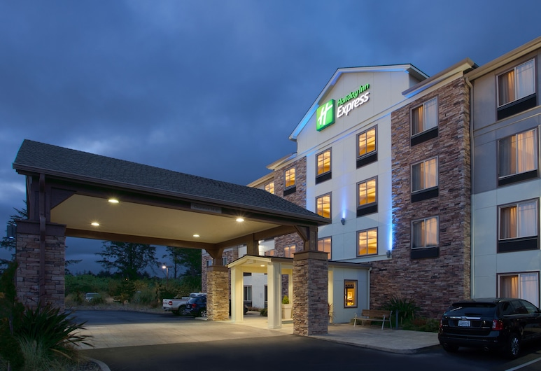 Holiday Inn Express Hotel & Suites NEWPORT, Newport, Exterior