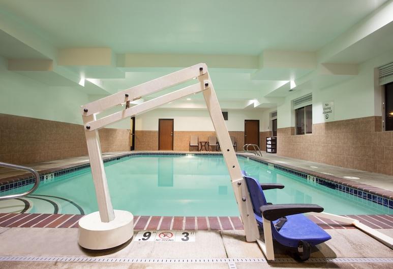 Holiday Inn Express Hotel & Suites NEWPORT, Newport, Pool