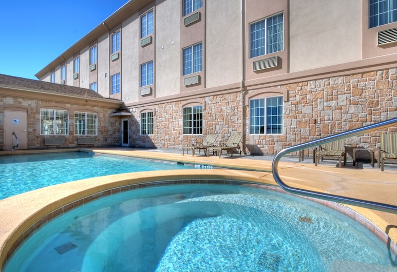 Holiday Inn Express Hotel & Suites Pecos, Pecos, Alberca