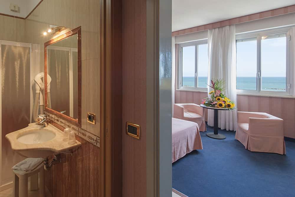 ห้องดับเบิลหรือทวิน (sea view) - ห้องน้ำ