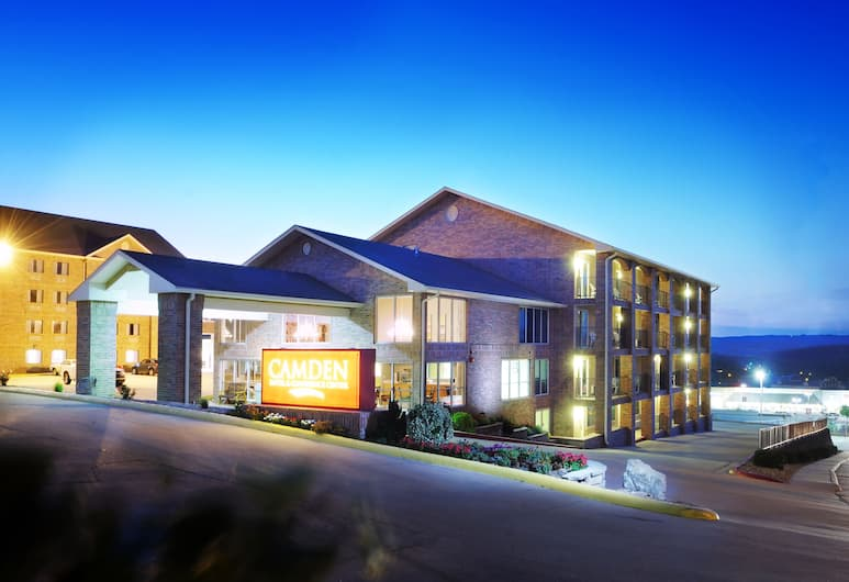 Camden Hotel and Conference Center, Branson, Hotellets facade - aften/nat