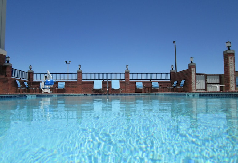 Holiday Inn Express Hotel and Suites Fort Stockton, Fort Stockton, Pool