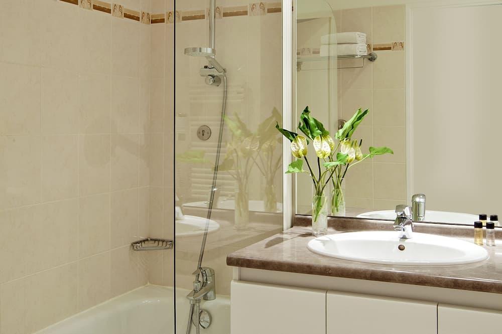Large Studio for 2 25sqm - Bathroom