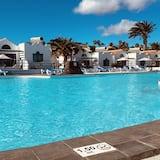 Πισίνα στην ταράτσα