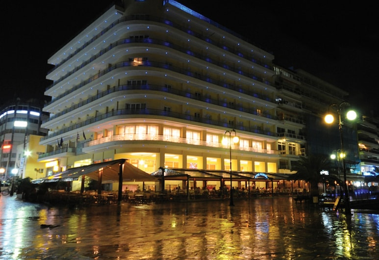 باليريا هوتل, تشالكيس, واجهة الفندق - مساءً /ليلا