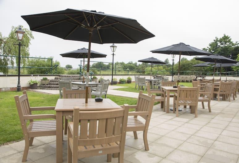Riverside Hotel Branston by Greene King Inns, Burton on Trent, Outdoor Dining
